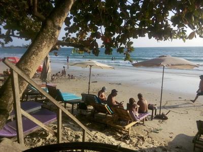 кафе на пляже в сиануквиле