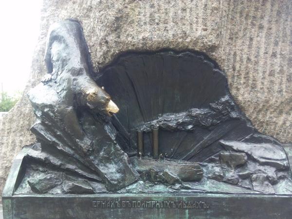 медведь на памятнике макарову исполнение желаний