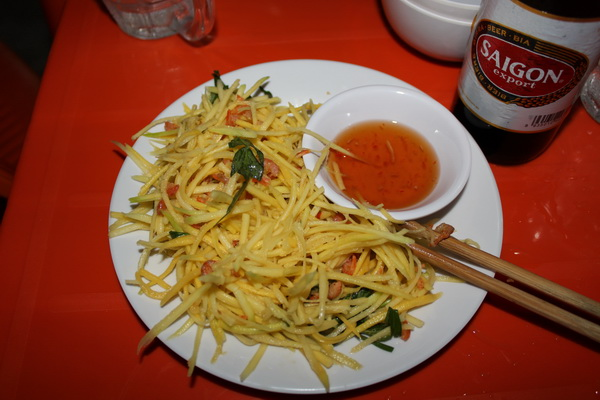 кафе во Вьетнаме на острове Фукуок сколько стоит, где и что поесть салат манго с креветками