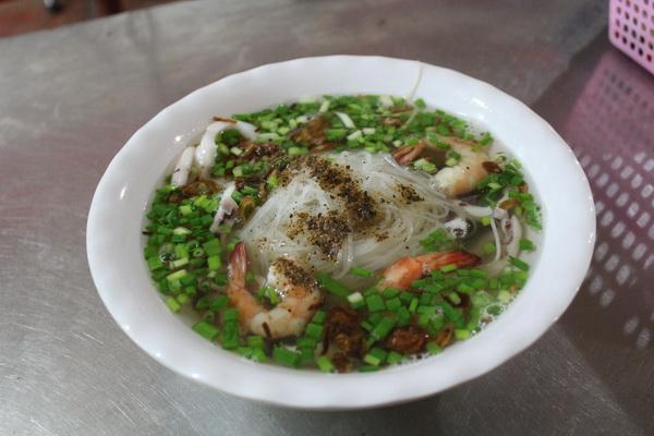 дешёвое кафе локал во Вьетнаме на Фукуоке цена еды 2017 года-18