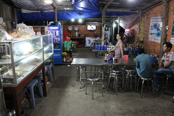 дешёвое кафе локал во Вьетнаме на Фукуоке цена еды 2017 года
