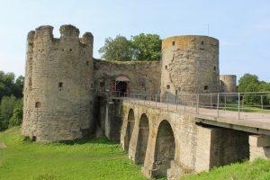 сосновый бор достопримечательности крепость в Копорье