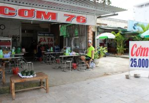локал кафе во вьетнаме на фукуоке где дёшево поесть