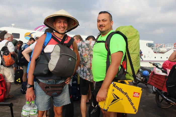 как добраться от фукуока до хошимина по разному