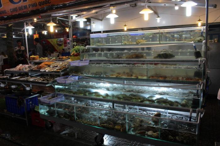 Морепродукты на ночном рынке Фукуока