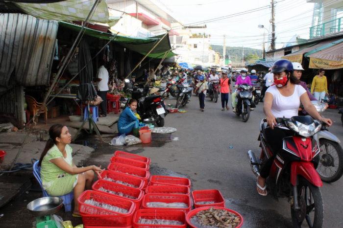 где купить креветок на Фукуоке, Вьетнам, дневной рынок