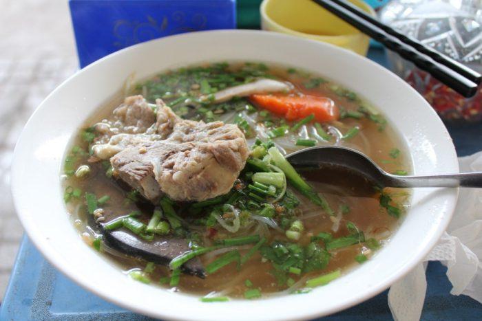 Суп Фо бо на Фукуоке, что попробовать во Вьетнаме из еды