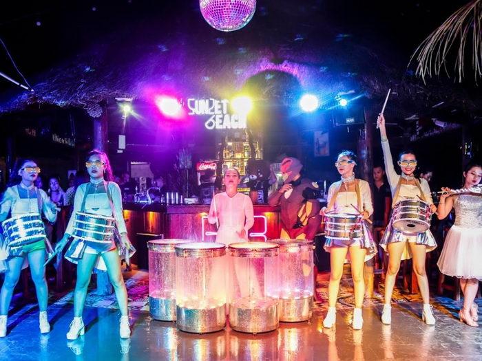 бары и клубы острова Фукуока, дискотеки