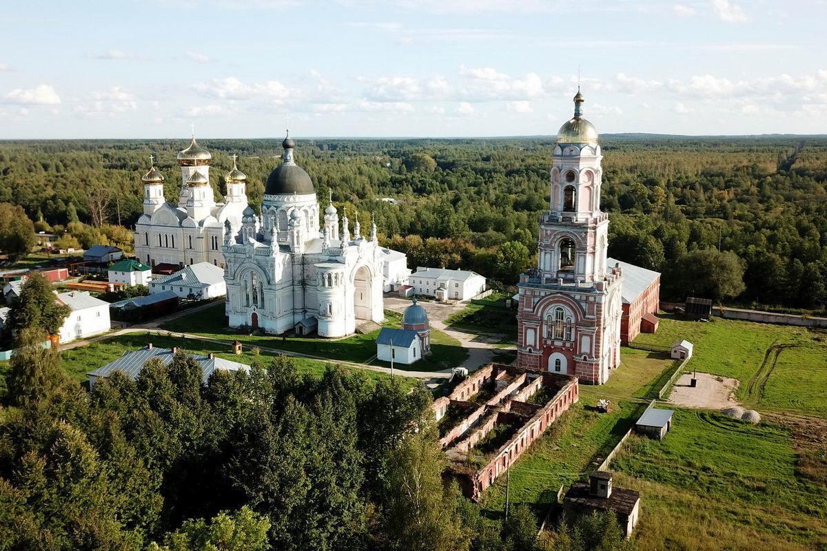 что посмотреть по дороге в Питер из Москвы на машине Вышневолоцкий Казанский монастырь