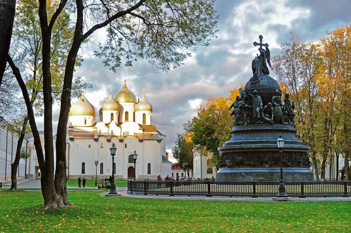 что посмотреть по дороге в Питер и Каерлию на машине из Москвы великий новгород кремль