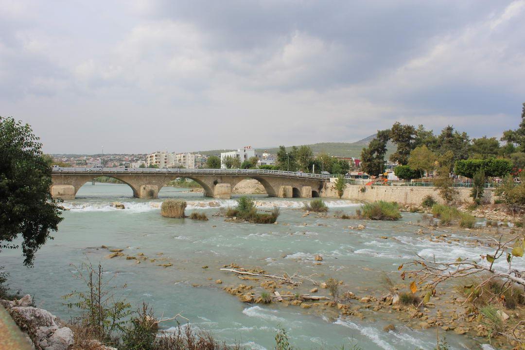 город Силифке в Турции прогулка и покупка вещей с кафе