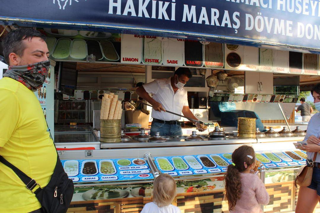 город Силифке в Турции прогулка и покупка вещей с кафе и вкусным мороженным